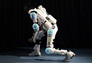 Exosquelette Hybrid Assistive Limb (et non pas un stormtrooper impérial).