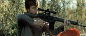 Le fusil d'assaut AG3, indispensable pour le camping.