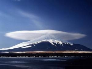 Le Fuji enfile son préservatif XXXXXXXL.
