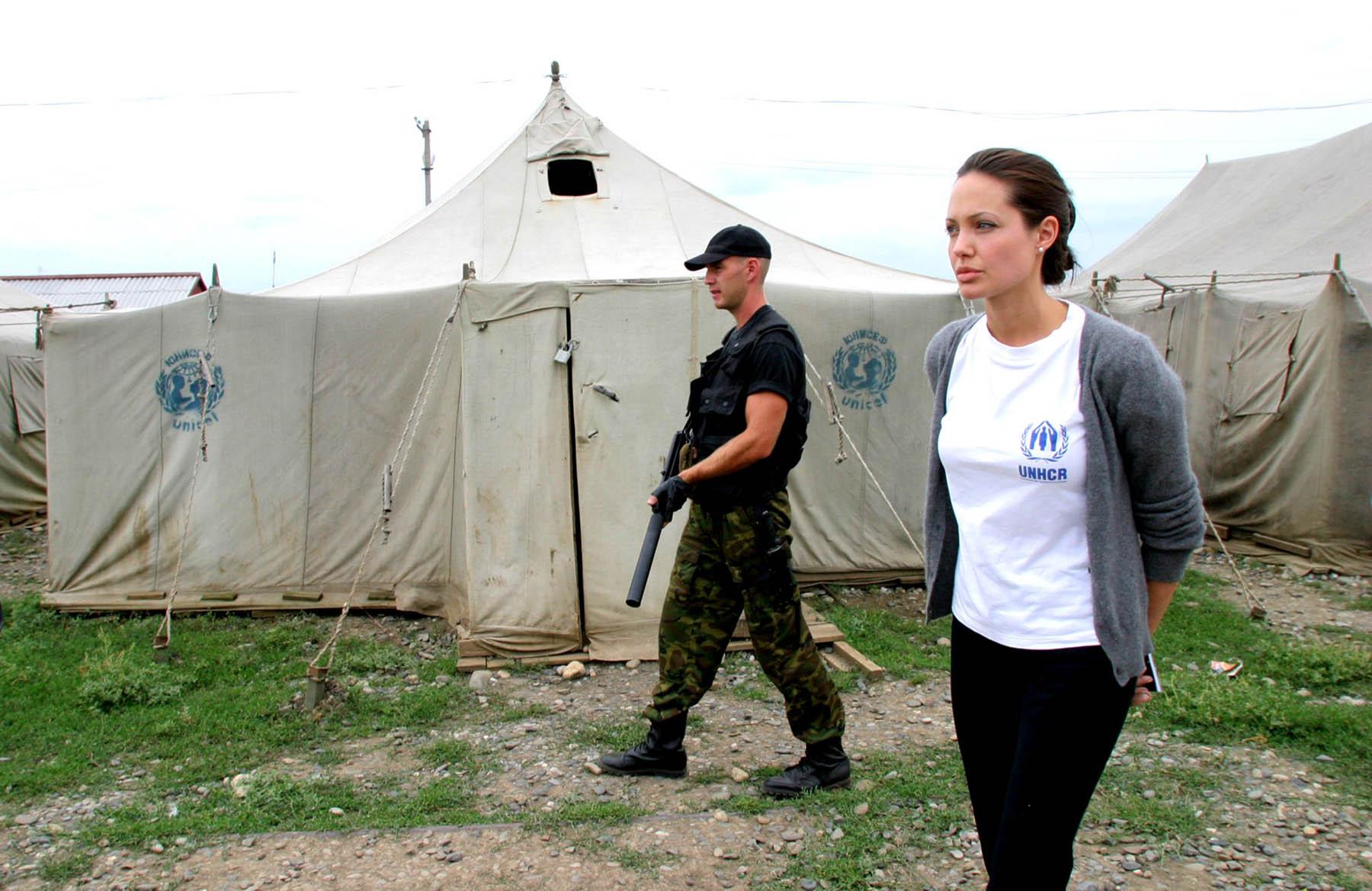 the unhcr 知恵蔵 - unhcrの用語解説 - 1950年に国連総会が設立し、翌年活動を開始した難民保護機関。本部ジュネーブ。5年ごとに存続が更新され、当面は2008年末まで.