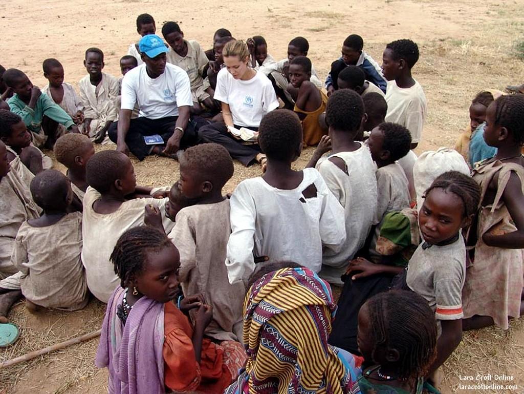 Angelina ayuda a la inmigracion - 1 part 9